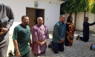 FAKE NEWS ALERT: Is Orji Kalu begging Abba Kyari in this photo as claimed? No!
