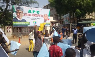 Protesters storm APC headquarters, ask Oshiomhole to step down