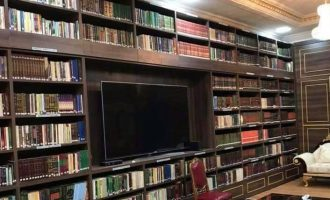 PHOTOS: Sanusi's books 'worth over N200m' moved out of Kano palace