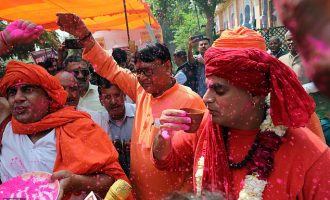 EXTRA: Hindu group holds 'cow urine drinking party' to ward off coronavirus