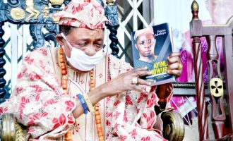 Alaafin unveils book on Ayinla Omowura, says traditional medicine can cure all diseases