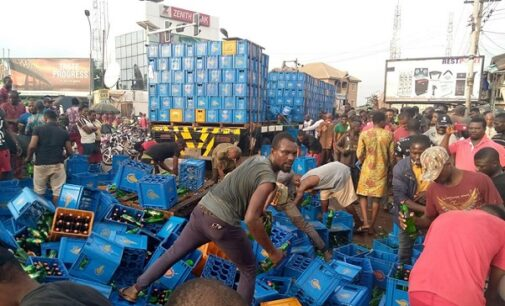 VIDEO: Residents shun social distancing to drink after truck conveying beer fell in Anambra