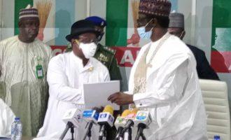 Giadom hands over leadership of APC to Buni