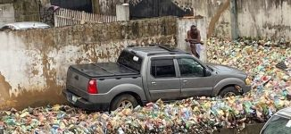 'Govt should seal that area in Surulere'– reactions as refuse takes over Lagos street
