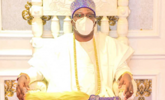 Oniru suspends palace officials who slapped son of late king over 'property'