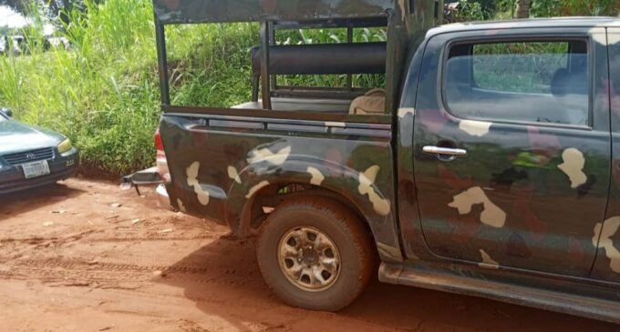 EXTRA: 'I'll slap anyone who asks me to settle a dispute' — 'hungry' soldier charges at Edo voters
