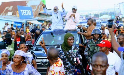 PHOTOS: Akeredolu celebrates victory in the streets