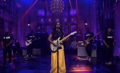 H.E.R shows support for #EndSARS protest during SNL show