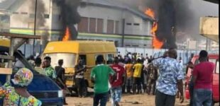 Hoodlums set police station ablaze in Lagos