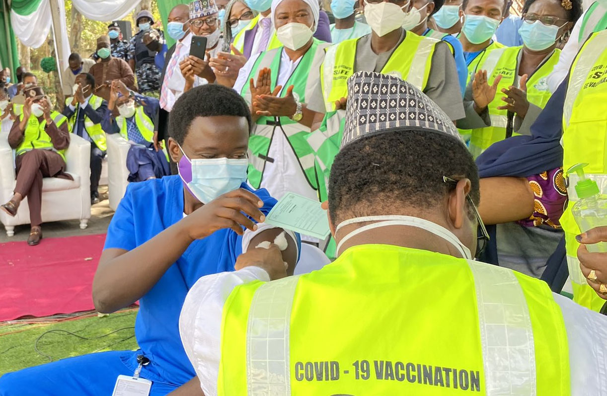 Nigeria administers first dose of COVID vaccine on frontline health worker