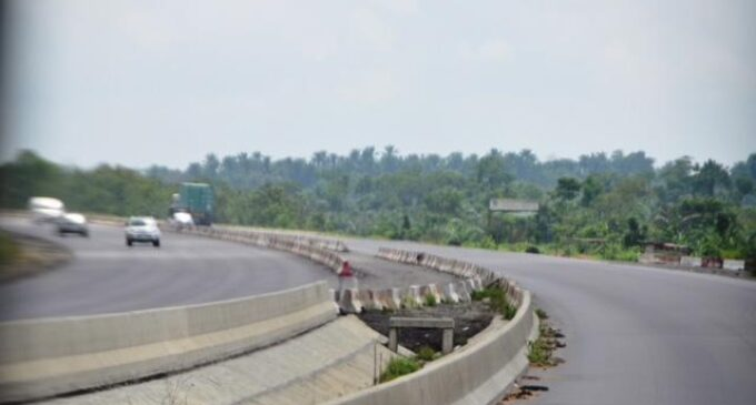 13 killed as commercial bus rams into truck on Lagos-Ibadan expressway (updated)