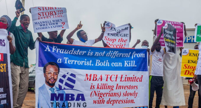 PHOTOS: Victims of 'forex scam' protest at EFCC headquarters