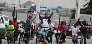 #EndSARSMemorial: Charly Boy turns up as CDQ advises protesters against face-off with police (video)